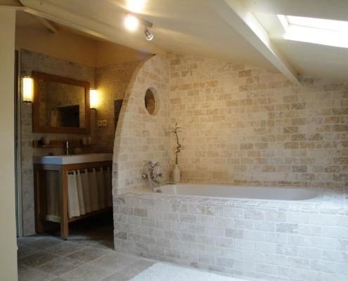 Salle de bain de la chambre d'hôtes Chocolat spacieuse familiale avec vue à Carcassonne